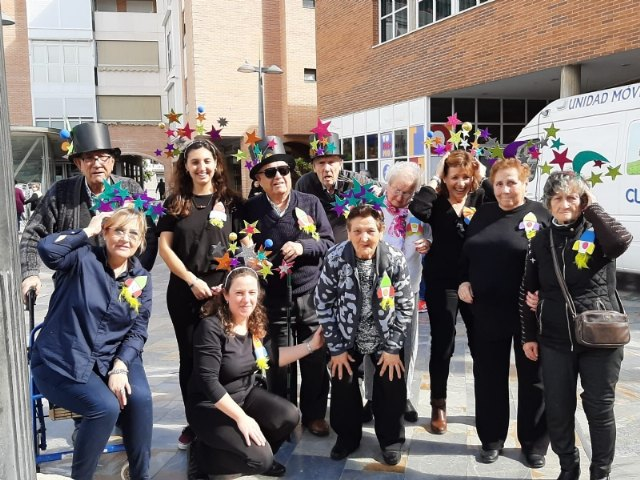 The Seniors Day Center celebrates its particular Carnival Party, with the proclamation of the carnival king and queen, Foto 2