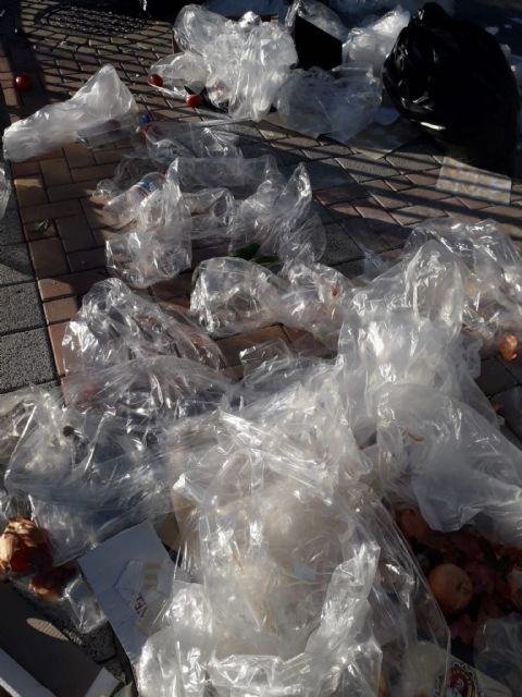The PP asks that measures be taken on the plastics, cardboard and garbage generated after the weekly market celebration, Foto 2