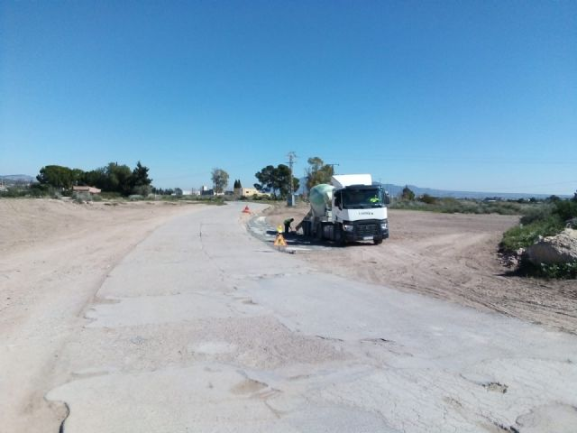 They carry out works of cleaning and prevention of avenues in the channels of the Ramblas of Totana, Foto 2