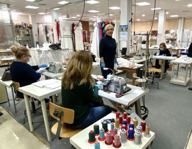 Miles de vecinos de barrios y pedanías de Murcia se vuelcan en la fabricación voluntaria de mascarillas - 1, Foto 1