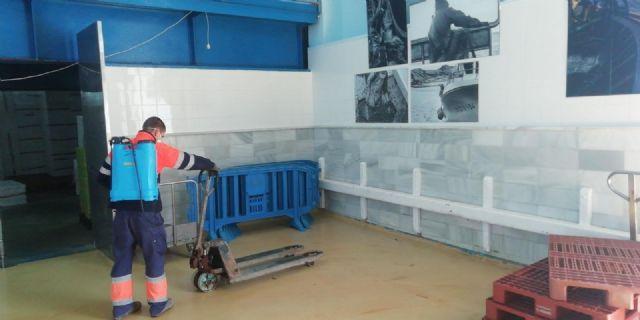 Servicios desinfecta la lonja de pescadores para extremar las medidas de higiene y seguridad - 1, Foto 1