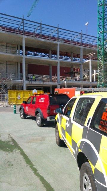 Servicios de emergencia acuden a sofocar un incendio declarado en las instalaciones de la empresa ElPozo, en Alhama de Murcia, Foto 4