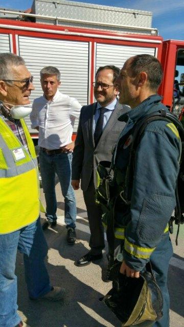 Servicios de emergencia acuden a sofocar un incendio declarado en las instalaciones de la empresa ElPozo, en Alhama de Murcia, Foto 5
