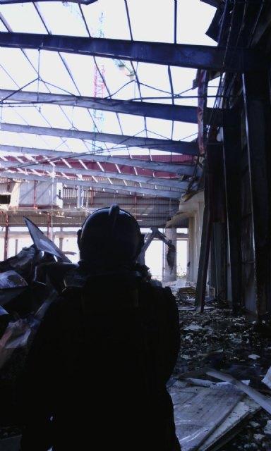 Servicios de emergencia acuden a sofocar un incendio declarado en las instalaciones de la empresa ElPozo, en Alhama de Murcia, Foto 8