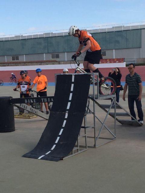 Éxito de participación en la presentación de las Escuelas de Ciclismo de Carretera en el Velódromo de Torre-Pacheco - 2, Foto 2