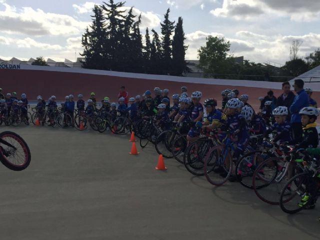 Éxito de participación en la presentación de las Escuelas de Ciclismo de Carretera en el Velódromo de Torre-Pacheco - 4, Foto 4
