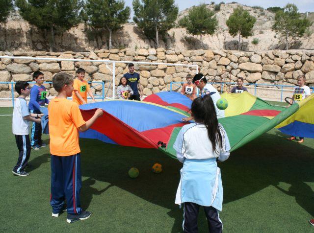 Más de 400 alumnos de quinto curso de Educación Primaria de todos los colegios de Totana participan en la Jornada de Juegos Populares
