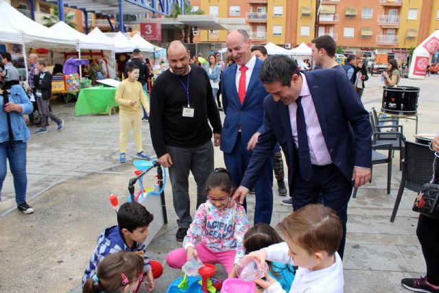 Desde ayer Alcantarilla disfruta de la I Feria Educativa AlcanEducaen la plaza Adolfo Suárez - 4, Foto 4