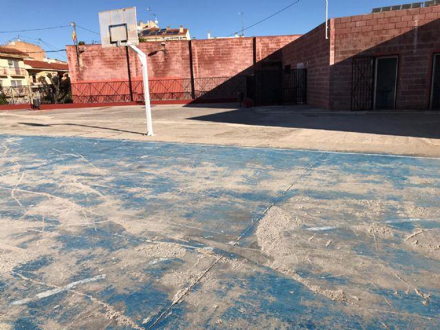 El Ayuntamiento reparará la pista polideportiva del CEIP Virgen de las Maravillas y renovará el vallado perimetral - 2, Foto 2