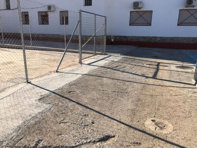 El Ayuntamiento reparará la pista polideportiva del CEIP Virgen de las Maravillas y renovará el vallado perimetral - 3, Foto 3