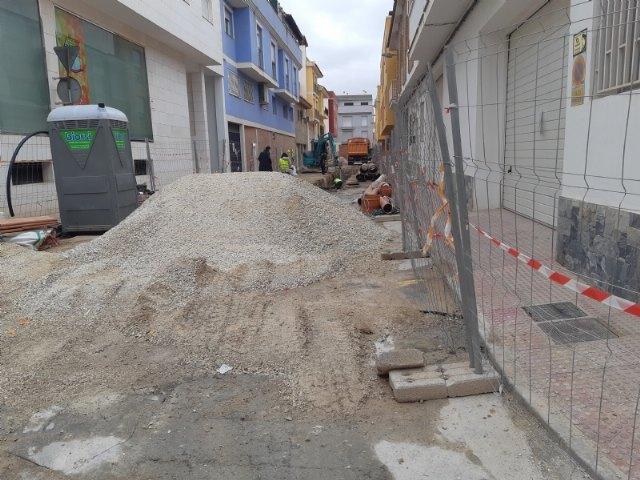 [Posponen a este miércoles 28 de abril, por la mañana, el corte en el suministro de agua potable en la zona afectada por las obras de saneamientos de la calle Gregorio Cebrián