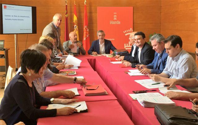 El PSOE advierte que la liquidación del Presupuesto de 2015 recoge que hay más de 70 millones de euros pendientes de inyectar en barrios y pedanías - 1, Foto 1