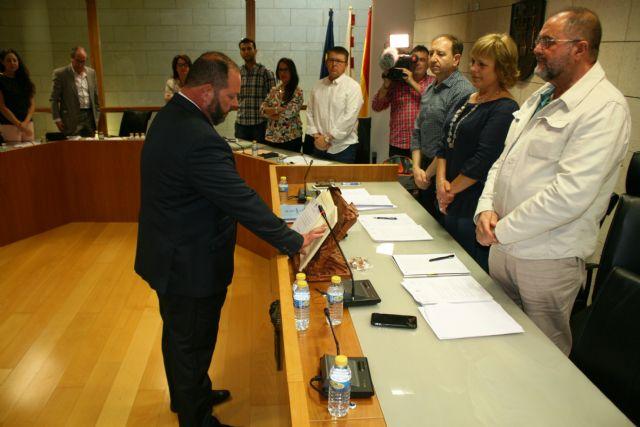El concejal no adscrito Juan Carlos Carrillo toma posesión de su cargo en la Corporación municipal sustituyendo al concejal del Grupo Municipal Ciudadanos, Asensio Soler