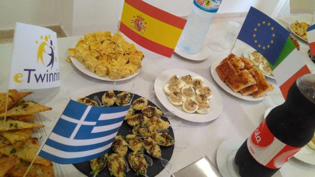 Alumnos y profesores elaboraron platos típicos de los países inmersos en el proyecto eTwinning - 1, Foto 1