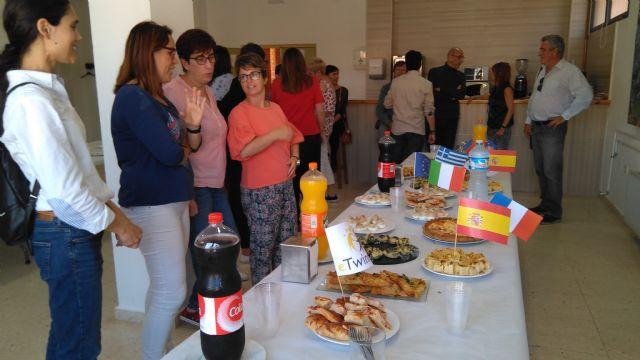 Alumnos y profesores elaboraron platos típicos de los países inmersos en el proyecto eTwinning - 5, Foto 5
