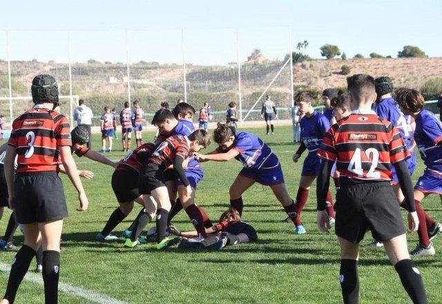 [El Ayuntamiento y el Club de Rugby Totana suscriben un convenio para el uso del campo de césped natural del Polideportivo Municipal
