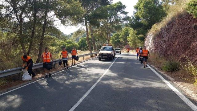 Protección Civil realiza una acción altruista de limpieza en la carretera de La Santa - 3, Foto 3