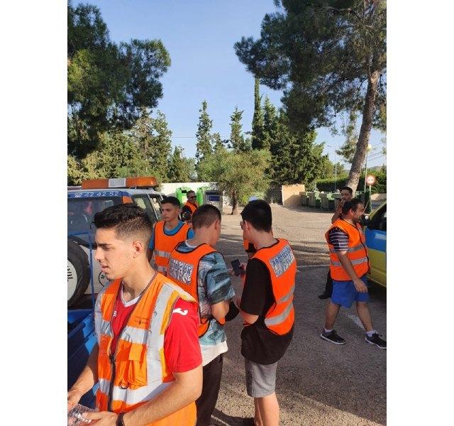 Protecci�n Civil realiza una acci�n altruista de limpieza en la carretera de La Santa, Foto 8