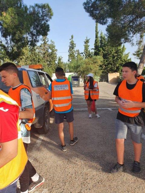Protecci�n Civil realiza una acci�n altruista de limpieza en la carretera de La Santa, Foto 9