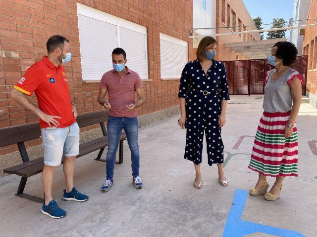 El Ayuntamiento de Puerto Lumbreras lleva a cabo tareas de mantenimiento en los colegios para su puesta a punto de cara al inicio del próximo curso escolar - 1, Foto 1