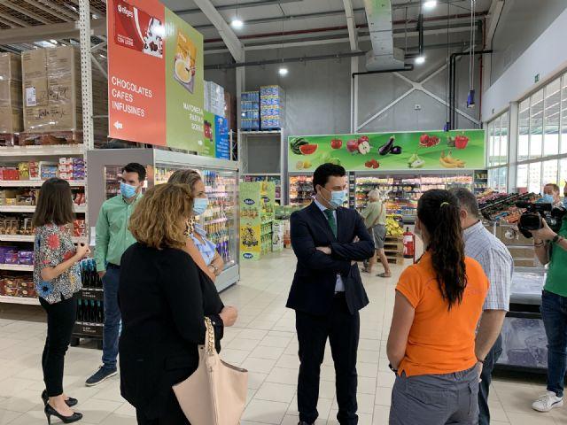 El alcalde celebra la apertura de un nuevo negocio comercial en el municipio coincidiendo con la nuevo normalidad - 2, Foto 2