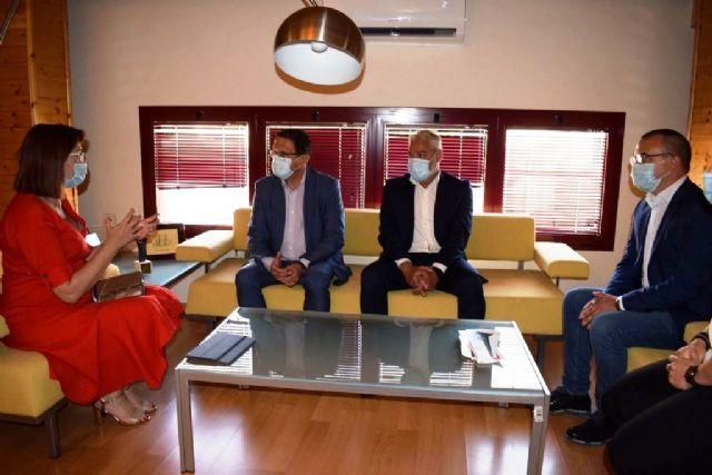 Ayuntamiento y Comunidad Autónoma trabajarán para coordinar y compartir la residencia ´El Peñasco´, Foto 3