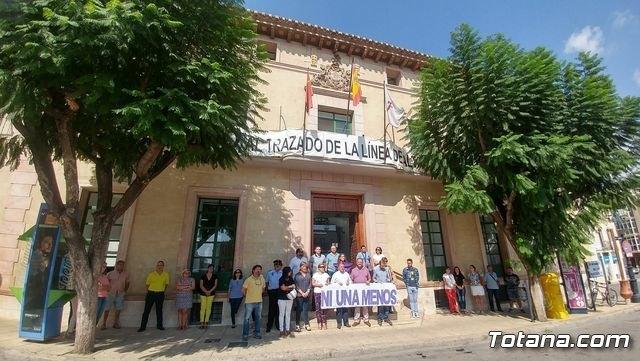 Se guarda un minuto de silencio a las puertas del Ayuntamiento - 2, Foto 2