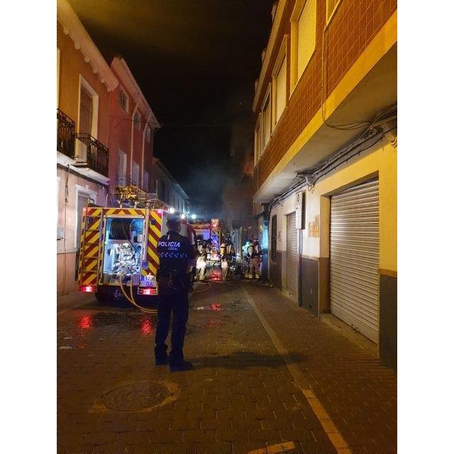 Extinguido un incendio en una vivienda situada en la calle Lavador de Calasparra - 1, Foto 1