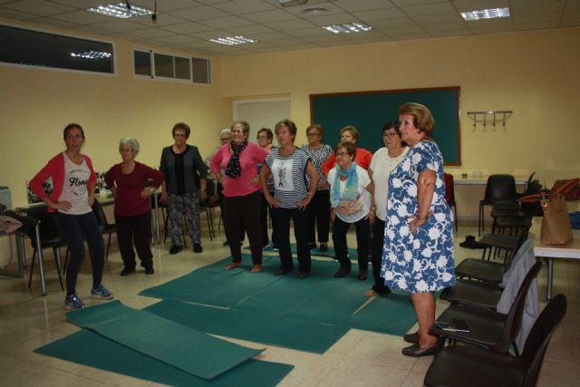 Comienzo del taller menopausia, consecuencias y ejercicios del suelo pélvico en Moratalla - 2, Foto 2