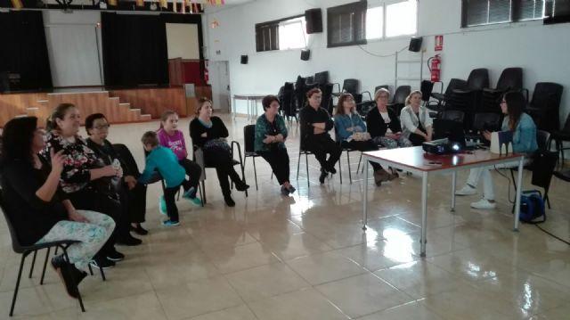 Comienzo del taller menopausia, consecuencias y ejercicios del suelo pélvico en Moratalla - 3, Foto 3