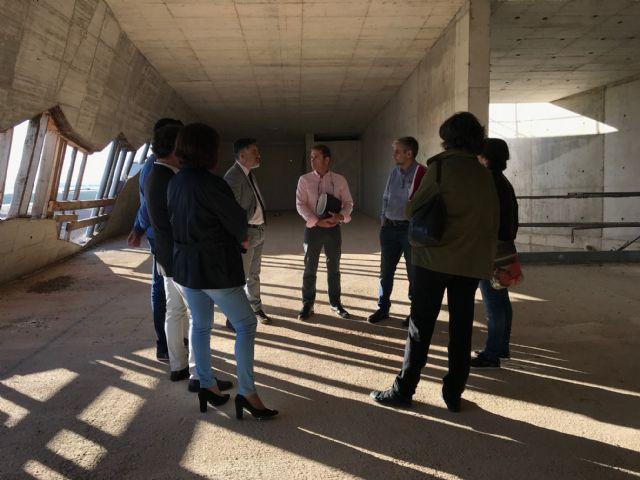 El Alcalde de Torre-Pacheco, muestra el edificio del futuro Museo de Paleoantología y de la Evolución Humana al Director General de Bienes Culturales - 3, Foto 3