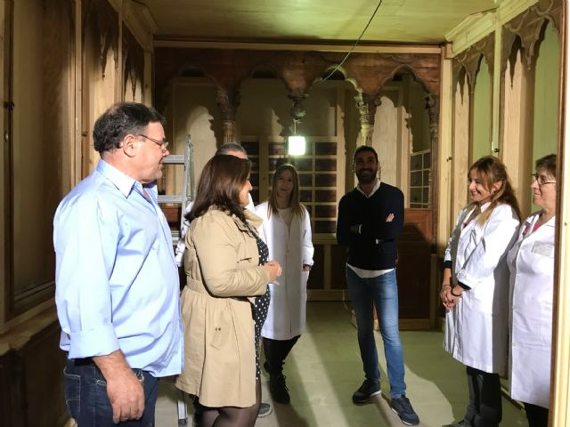 La Concejalía de Desarrollo Local comienza el montaje de la histórica farmacia lorquina de Sala Just en el Palacio de Guevara - 1, Foto 1