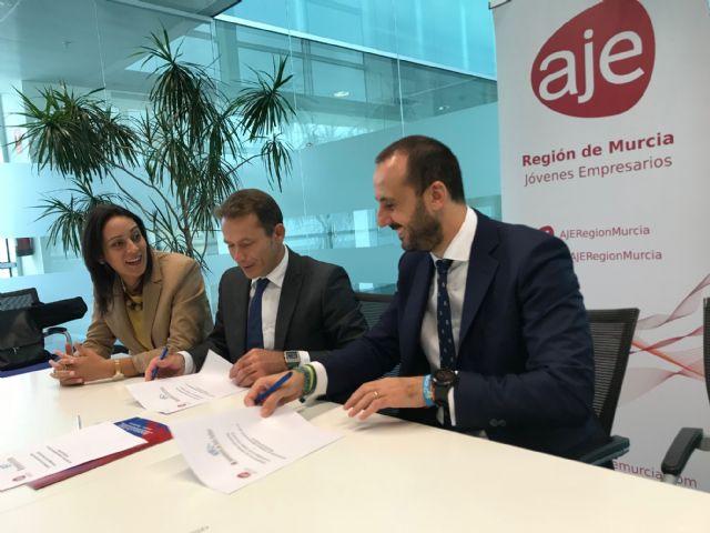 El Ayuntamiento de Torre Pacheco y la Asociación de jóvenes Empresarios de la Región de Murcia (AJE) firman un convenio de colaboración - 1, Foto 1