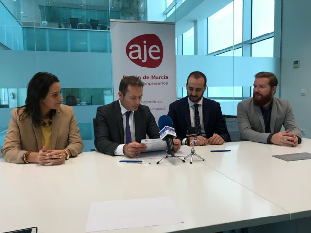 El Ayuntamiento de Torre Pacheco y la Asociación de jóvenes Empresarios de la Región de Murcia (AJE) firman un convenio de colaboración - 3, Foto 3