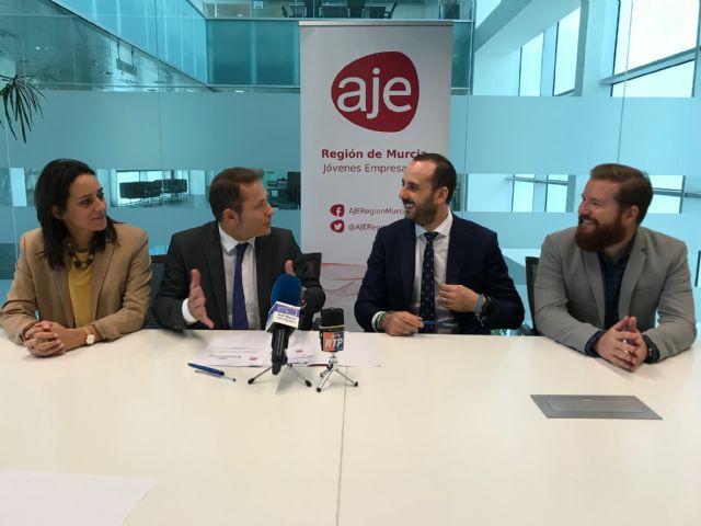 El Ayuntamiento de Torre Pacheco y la Asociación de jóvenes Empresarios de la Región de Murcia (AJE) firman un convenio de colaboración - 4, Foto 4