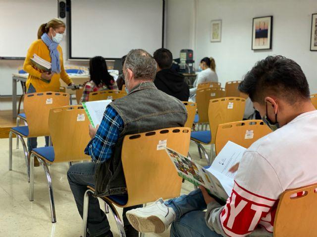 20 personas realizan un taller de manipulador de frutas y hortalizas en Torre Pacheco - 1, Foto 1