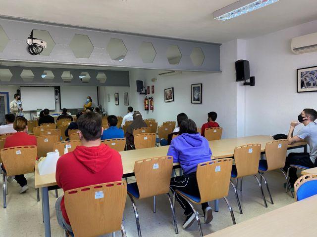 20 personas realizan un taller de manipulador de frutas y hortalizas en Torre Pacheco - 3, Foto 3