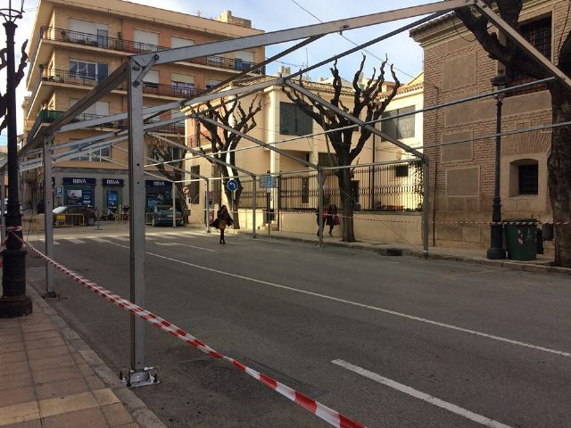 From today and until December 10, Calle Sol is cut off for traffic by the installation of the Carp of the Day Fair, Foto 1