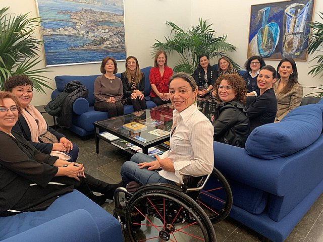 Colabora Mujer presenta sus objetivos 2020 al presidente de la Asamblea Regional y grupos políticos - 2, Foto 2
