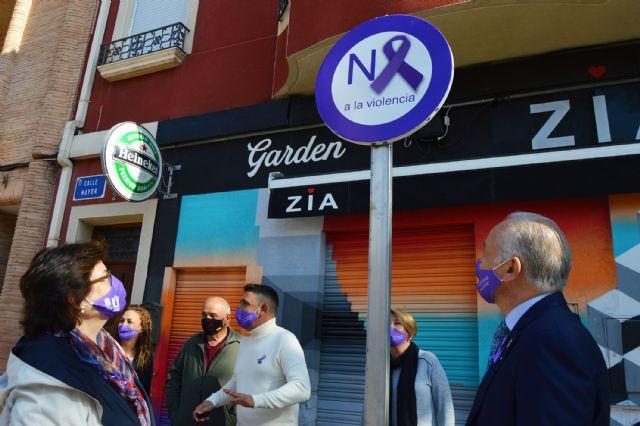 Los bancos se tiñen de lila en Las Torres de Cotillas con motivo del día contra la violencia de género - 2, Foto 2