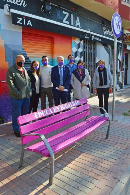 Los bancos se tiñen de lila en Las Torres de Cotillas con motivo del día contra la violencia de género - 3, Foto 3