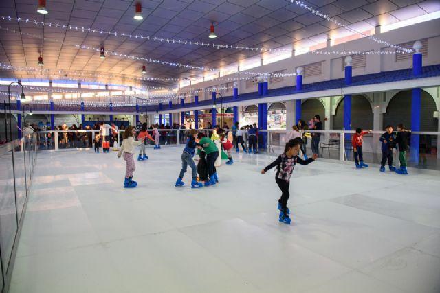 Pista de patinaje en la plaza de abastos de puerto de Mazarrón hasta el 8 de enero, Foto 1