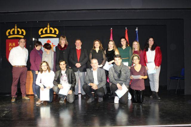 Se entregan los diplomas acreditativos a los 11 alumnos de la XI Promoción del Bachillerato Internacional del IES