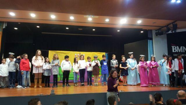 El grupo de teatro del CEIP Infanta Leonor escenifica en Murcia su obra de navidad, Foto 1