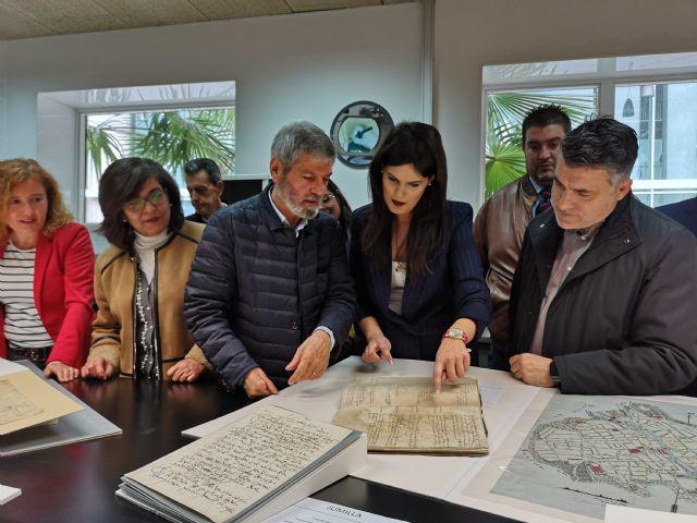 La Comunidad restaura documentos históricos de seis municipios en el laboratorio del Archivo General de la Región, Foto 1