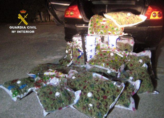 La Guardia Civil sorprende a un conductor con 22,6 kilos de marihuana en Yecla - 1, Foto 1