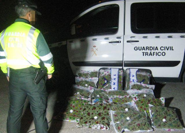 La Guardia Civil sorprende a un conductor con 22,6 kilos de marihuana en Yecla - 2, Foto 2