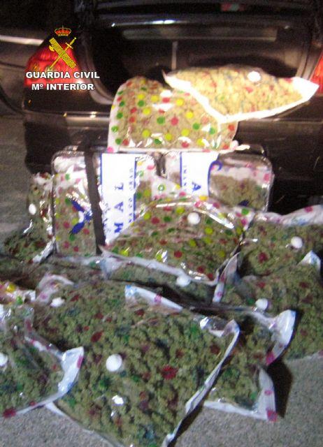 La Guardia Civil sorprende a un conductor con 22,6 kilos de marihuana en Yecla - 5, Foto 5