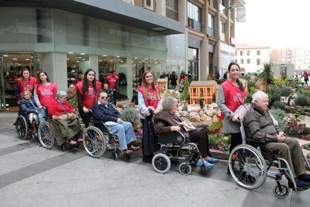 Fundación FADE acerca a los mayores de la residencia San Basilio a los belenes de Murcia - 2, Foto 2