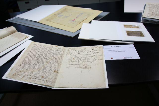 Alhama restaura dos documentos históricos a través del Archivo General de la Región, Foto 1